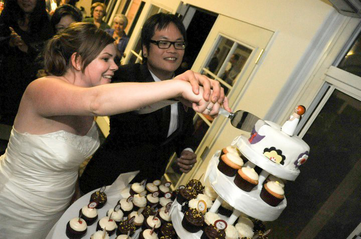 """Cupcakes + 6"""" Cutting Cake for Wedding"""